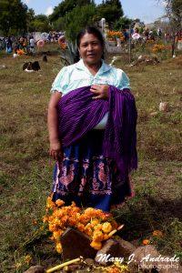 Velación en el cementerio de Huáncito, Michoacán.