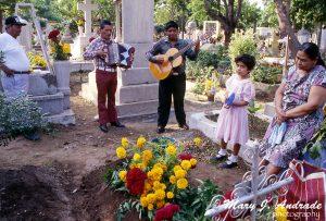 Vigil at the cemetery of Salina Cruz, Rehuantepec, Oaxaca.