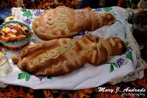 Pan de muerto como ofrenda, Tzurumútaro, Michoacán