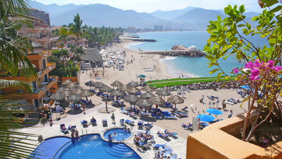 Hoteliers hope to see more vacationers on Mexico's beaches